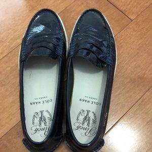 Cole Haag navy blue patent loafers